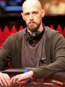 Stephen Chidwick Portrait am Pokertisch