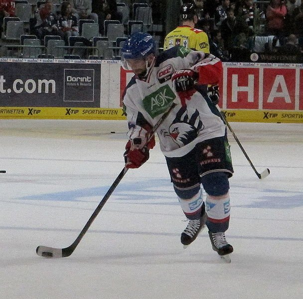 Christopher Fischer spielt Eishockey