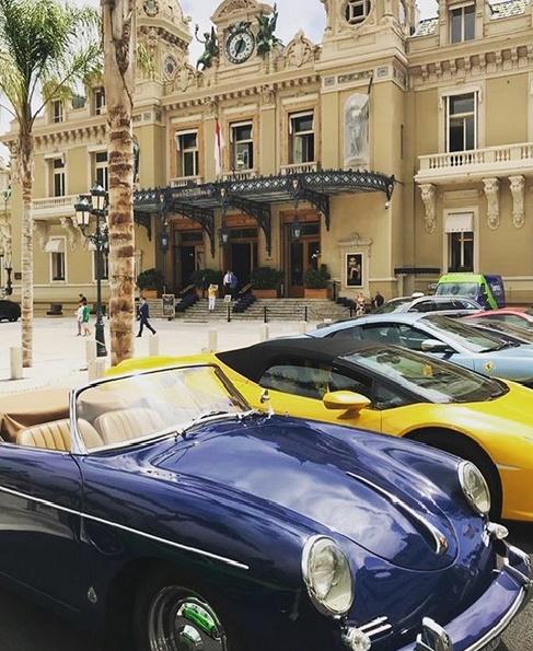 Casino de Monte Carlo Luxuswagen vor dem Gebäude
