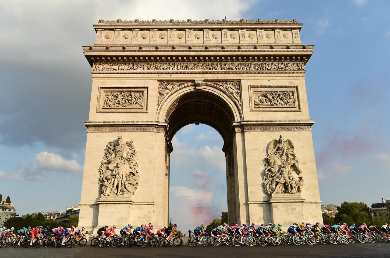 Zieleinfahrt der Tour de France 2020 vor dem Arc de Triomphe