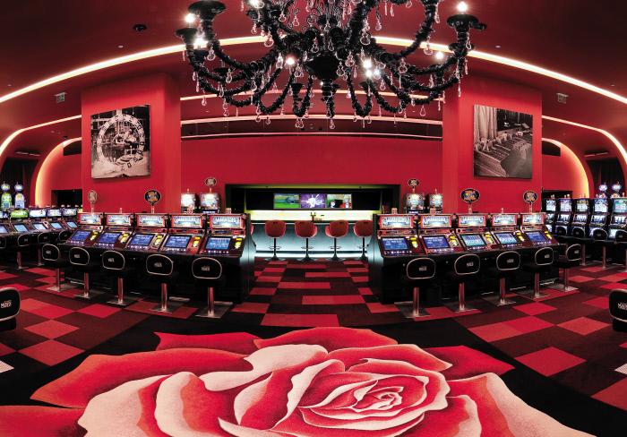Monaco Bay Casino: Spielsaal mit Automaten