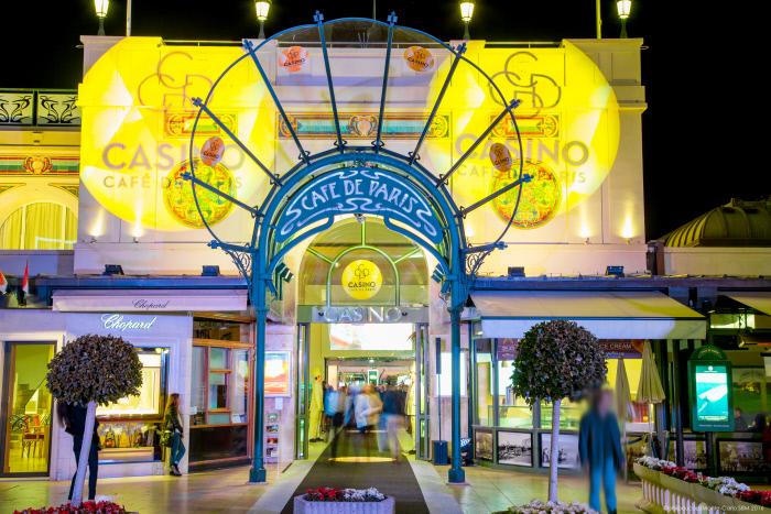 Monaco Casino Café de Paris: Die Fassade bei Nacht