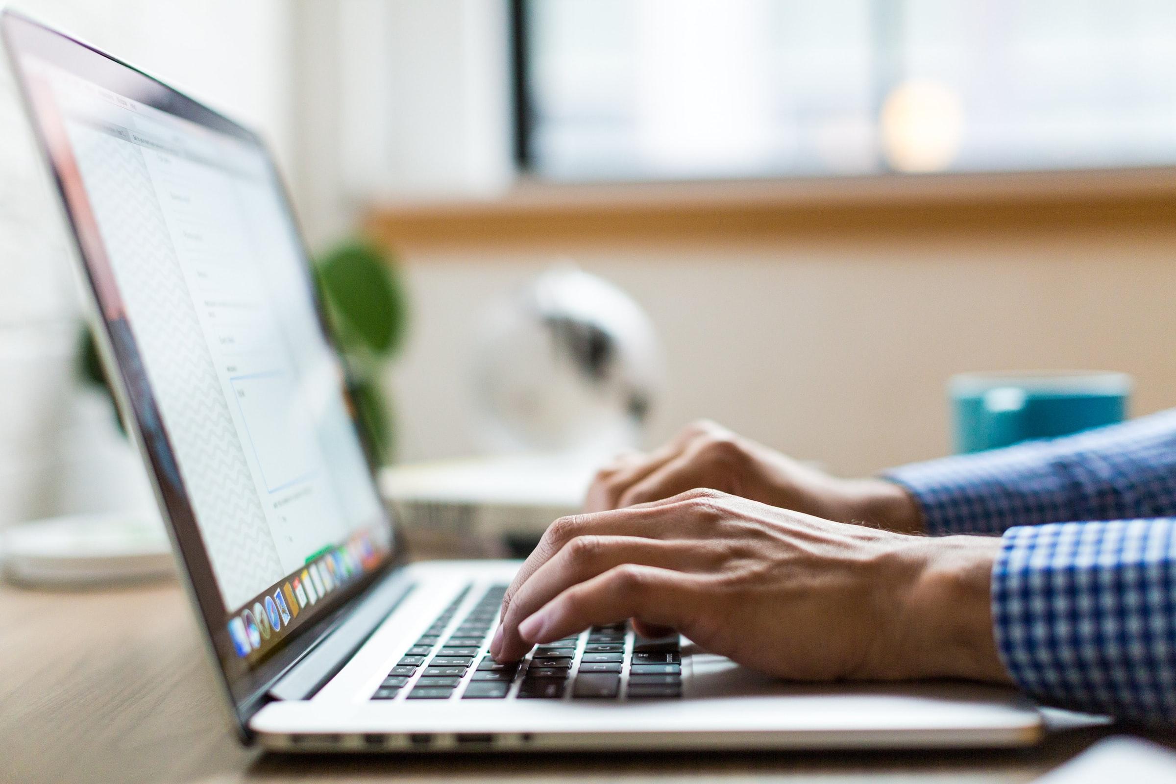 Remote Work Tipps: In der iGaming Branche finden sich viele Stellen, die nicht in Präsenzarbeit erledigt werden müssen, beispielsweise in der Entwicklung.