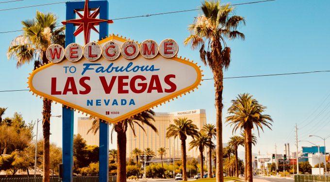 Die Casino Stadt Las Vegas ist das Glücksspiel Reiseziel Nummer 1 in den USA (Bild: Grant Cai auf Unsplash)