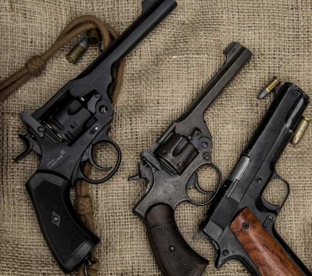 Revolver Pistolen Munition Kugeln Patronen