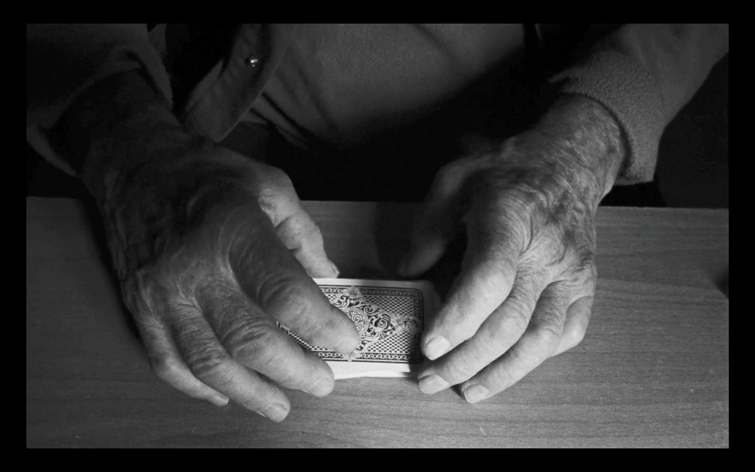 """Das Glücksspiel """"Stoß"""" verwendet ein französisches Kartenspiel mit 32 Blatt (Quelle: Vento Film)."""
