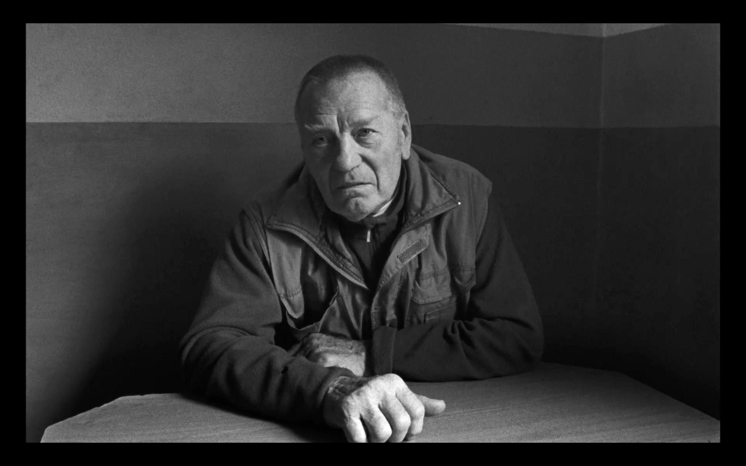 """Unterweltkönig Alois Schmutzer im Film """"Aufzeichnungen aus der Unterwelt"""" (Quelle: Vento Film)."""