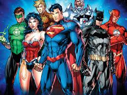 Sieben Superhelden aus DC Comics sind zu sehen.