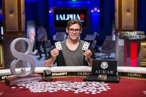 Das Bild zeigt Pokerpieler Fedor Holz.