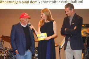 Das Bild zeigt Niki Lauda bei der Eröffnungsfeier.