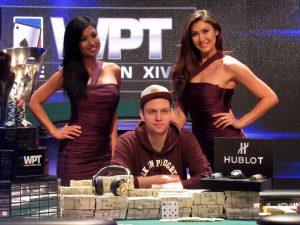 Das Bild zeigt Pokerprofi Stefan Schillhabel.