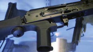 Waffe mit Bump-Stock