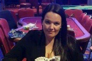 Emma Fryer am Pokertisch im Casino