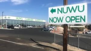 Schild zum NuWu Cannabis Marketplace