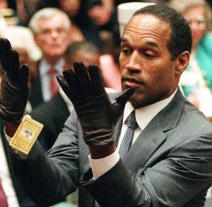 O.J. bei einer Demonstration vor Gericht