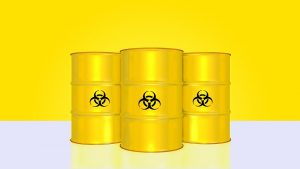 Radioaktive Fässer mit Gefahrenzeichen