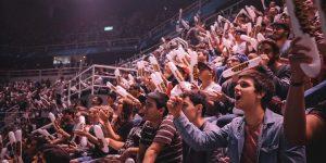 eSports Fans in einer Halle