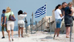 Touristen fotografieren Sehenswürdigkeiten in Griechenland