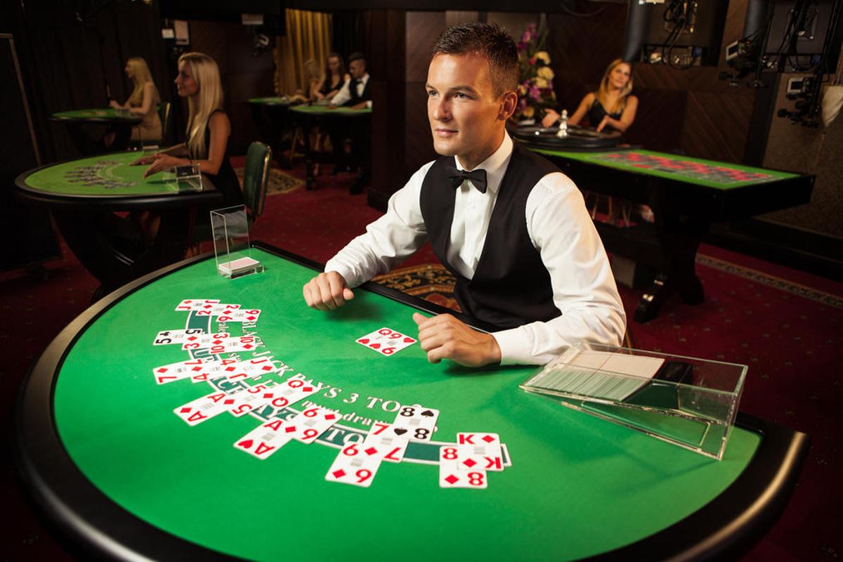 Dealer am Spieltisch
