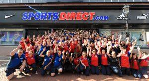 Sports Direct Filiale mit Mitarbeitern