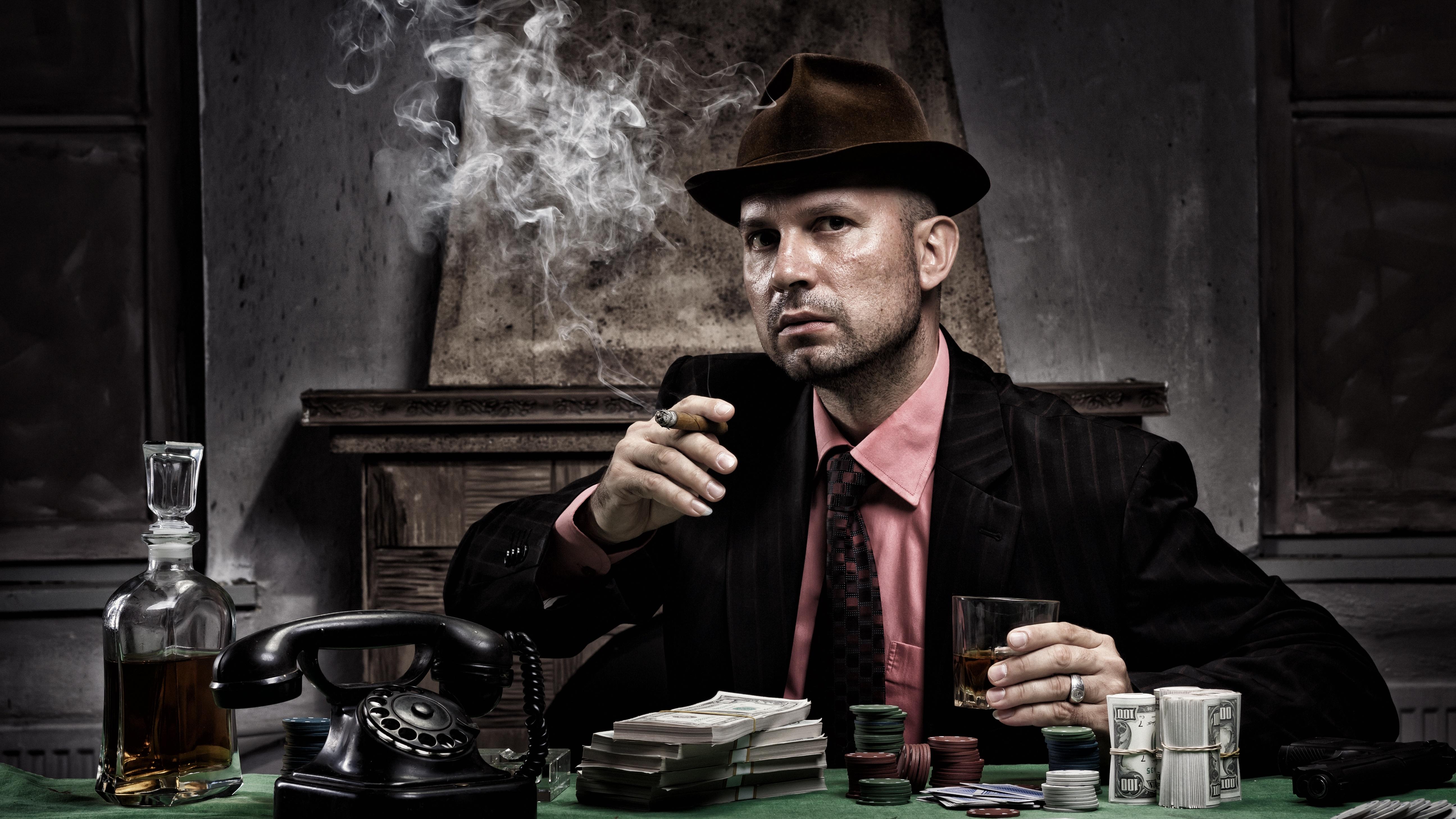Spieler beim illegalen Glücksspiel