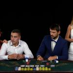 Pokerspielerin Sia Layta verkleidet sich für WSOP als Mann