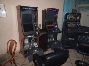Aufgebrochene Spielautomaten nach Überfall