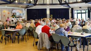 Senioren spielen Bingo