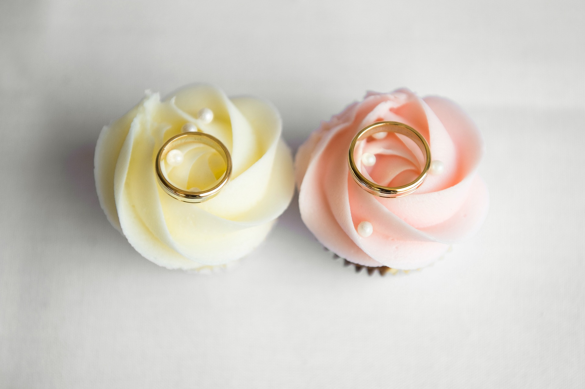 Ringe Blüten Hochzeit