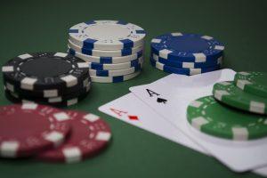 Spielkarten und Chips