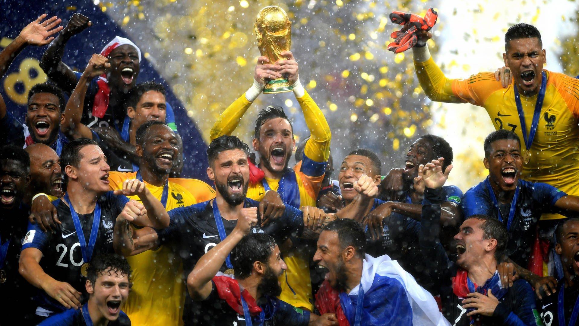Frankreich feiert den WM-Pokal