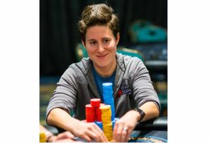 Vanessa Selbst schiebt Pokerchips