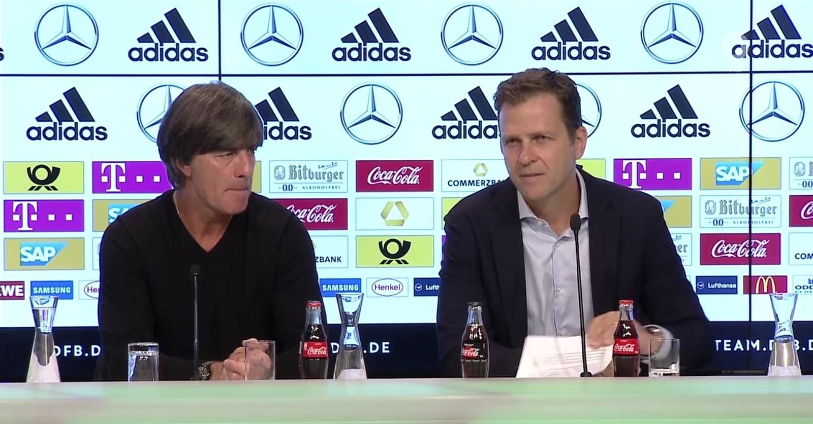 Joachim Löw (links) und Oliver Bierhoff (rechts) bei der Pressekonferenz in München