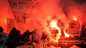 Frankfurter Ultras mit Bengalos