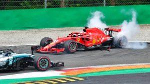 Zwischen Vettel und Hamilton kommt es in der ersten Runde zum Crash