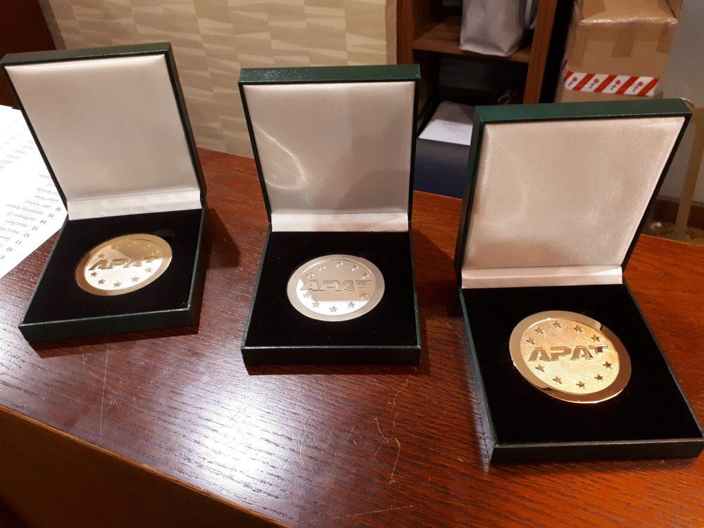 Medaillen für die Sieger der APAT