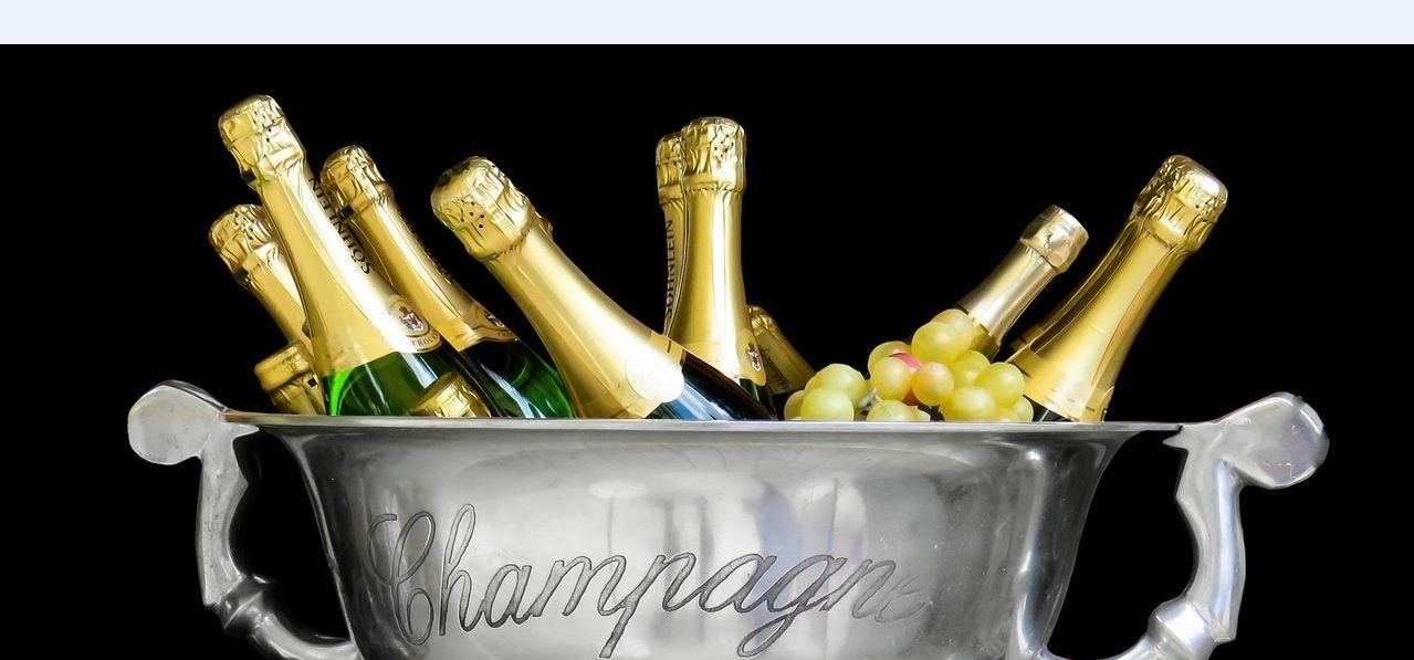 Champagnerflaschen in Kühler