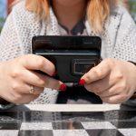 Studie: Forscher untersuchen Zusammenhang von Spielsucht und Smartphone-Sucht