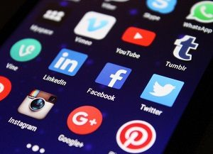 social media icons auf smartphone