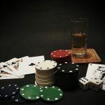 Pokerrunden in Hinterzimmern: Harmlos, anrüchig oder organisiertes Verbrechen?