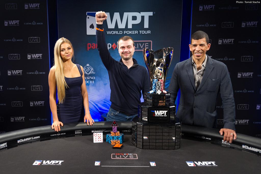 Denys Shafikov mit Pokal