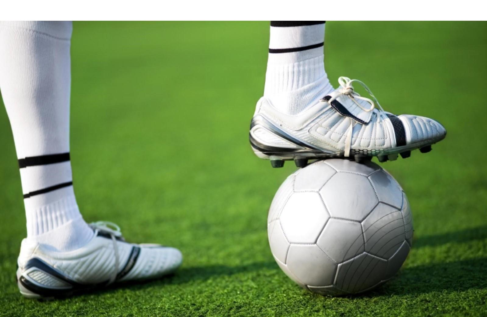 Fußballschuh, Fußball