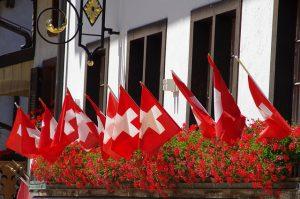 Schweizer Fahnen Blumenkasten