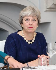 Theresa May am Tisch