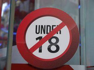 Under 18 Schild