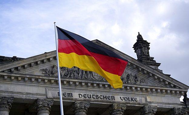 Reichstag, deutsche Flagge