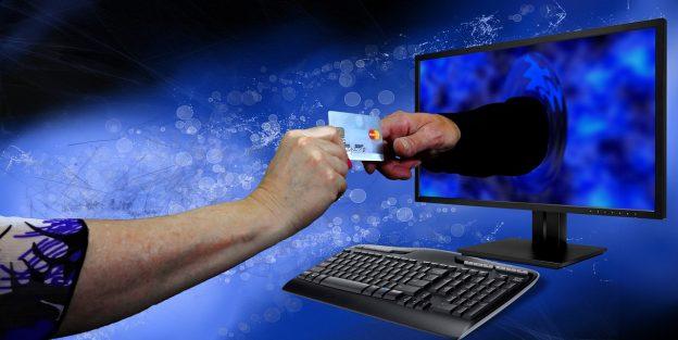 PC, Monitor, Kreditkarte, Hände