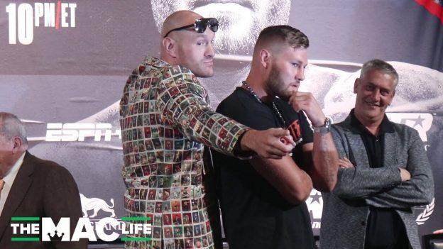 Tyson Fury und Tom Schwarz posieren bei Pressekonferenz