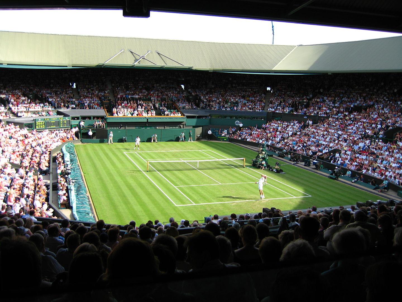 Tennisplatz von Wimbledon mit Spielern