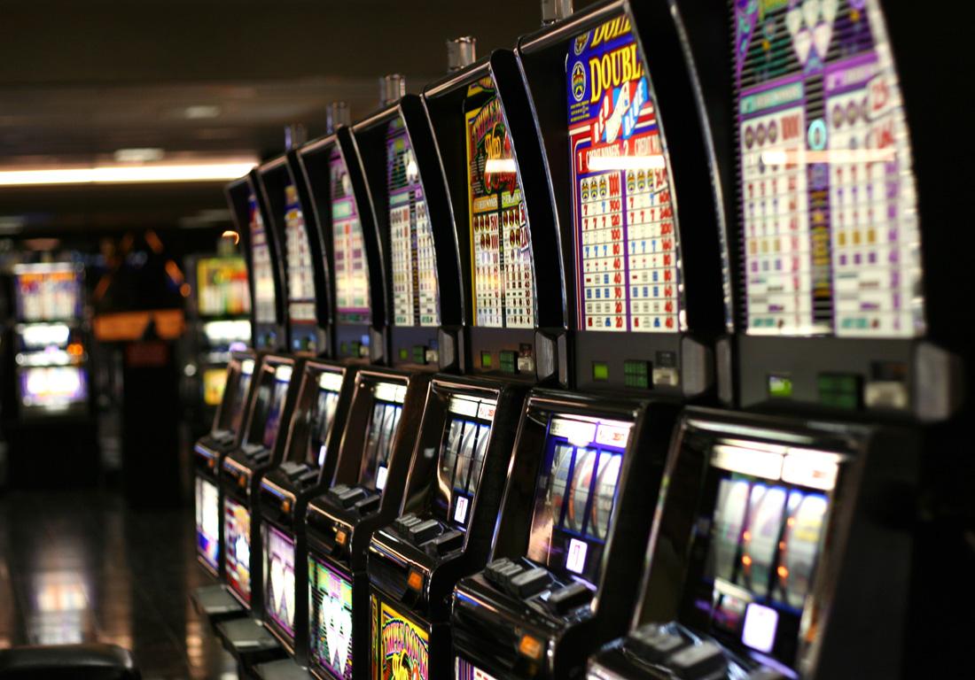 Spielautomaten in einer Reihe